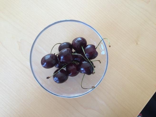 Dessert: ein paar Kirschen / dessert: a few cherries